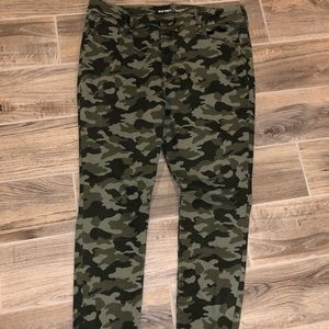 Old Navy camo mid rise jeans